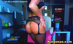 Hot Mama Shakes Booty on Cam