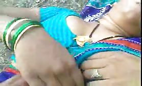 Indian aunty fucked outdoor